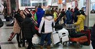 В зале прибытия пассажиров в Тбилисском международном аэропорту