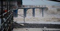 Шторм на Черном море в акватории Батуми