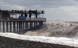 Последствия шторма на Черном море в акватории Батуми