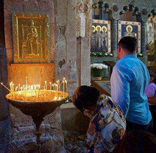 Верующие в храме Светицховели