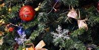 Игрушки и украшения на новогодней елке
