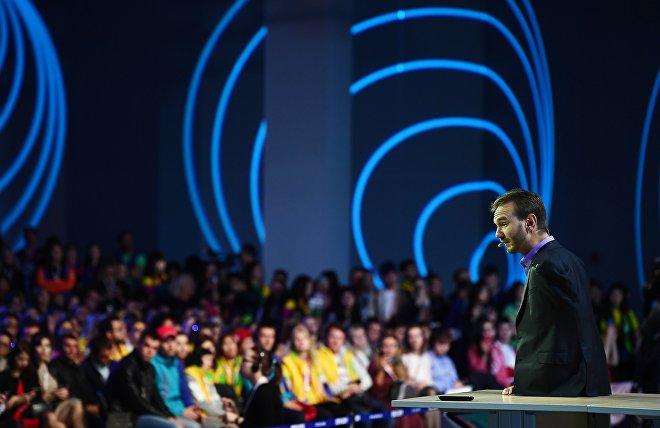Мотивационный тренер, меценат и автор книг Ник Вуйчич участвует в дискуссионной программе XIX Всемирного фестиваля молодежи и студентов в Сочи