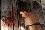 Человек осматривает мусульманскую мечеть после атаки в Кабуле, Афганистане