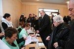 Президент Грузии Георгий Маргвелашвили проголосовал на выборах в местные органы власти