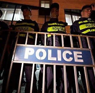 პოლიციის კორდონი ცესკოსთან