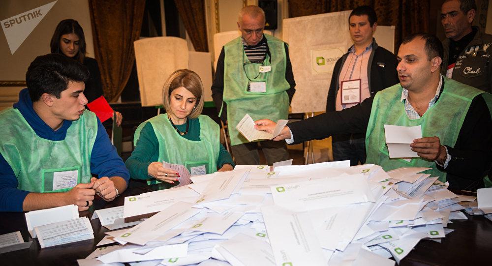 2-ой тур местных выборов начался вГрузии