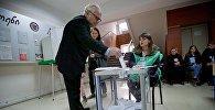 Избиратели принимают участие в местных выборах в Грузии