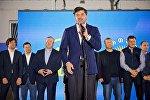 Каха Каладзе выступает перед своими сторонниками