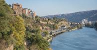 Набережная Тбилиси и река Кура - вид на район Исани