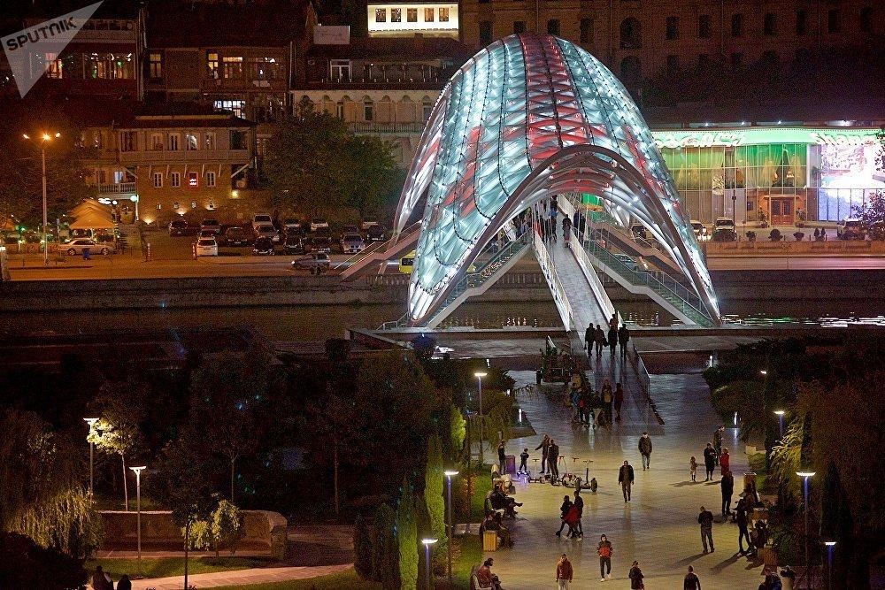 Стеклянный мост Мира в парке Рике