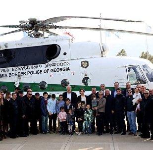 Глава МВД Грузии Георгий Мгебришвили, пилоты Погранполиции и члены их семей