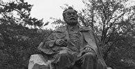 Памятник грузинскому поэту Акакию Церетели в городе Сачхере