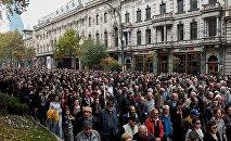 Сторонники Альянса патриотов Грузии идут шествием по проспекту Руставели