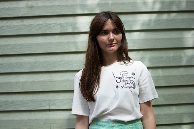 Модель демонстрирует одежду бренда Sakartvelo Lovers