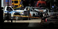 Полицейские и криминалисты на месте наезда грузовика на людей в Нью-Йорке