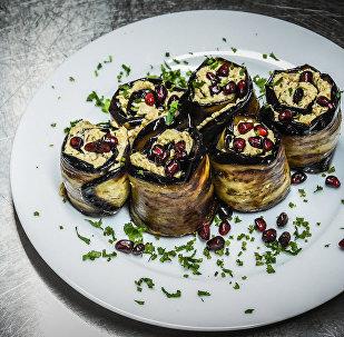 Рецепты на Новый год: как приготовить баклажаны с орехами