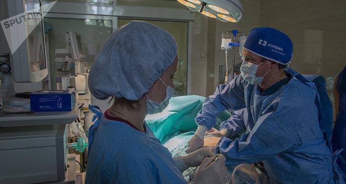 Операция в больнице. Архивное фото