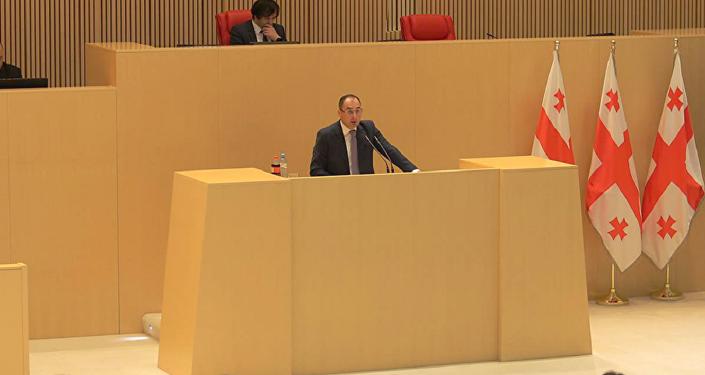 Первый вице-премьер, министр финансов Грузии Дмитрий Кумсишвили представил парламенту доработанный проект бюджета на 2018 год