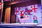 Грузинский тяжелоатлет Лаша Талахадзе устанавливает мировой рекорд