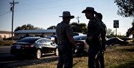 Представители офиса шерифа в Техасе на месте стрельбы