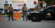 Представители офиса шерифа и спасательных служб на месте стрельбы в Техасе