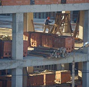 მუშა მშენებლობაზე