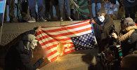 Активисты Anonymous сожгли флаг США в Лондоне