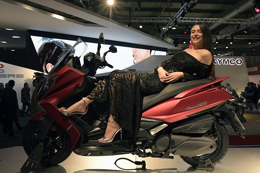 Презентация нового Kymco Downtown 350i на выставке Milano Moto Show 2017
