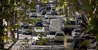 Машины на набережной Тбилиси