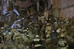 МЧС РФ продолжает поиск людей под завалами обрушившегося дома в Ижевске