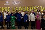 Рукопожатие и общая фотография - первая встреча Путина и Трампа на саммите АТЭС
