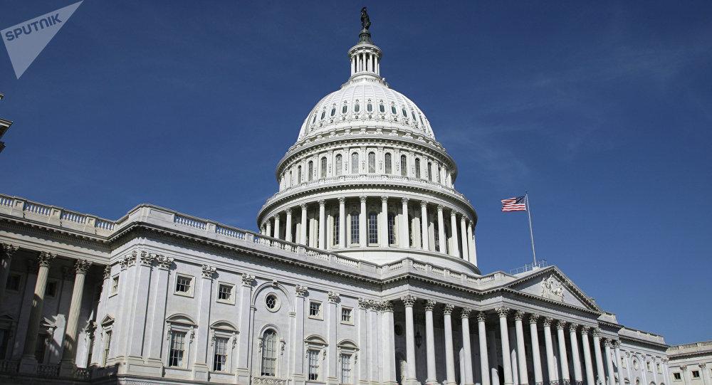 Капитолий (United States Capitol) на Капитолийском холме в Вашингтоне