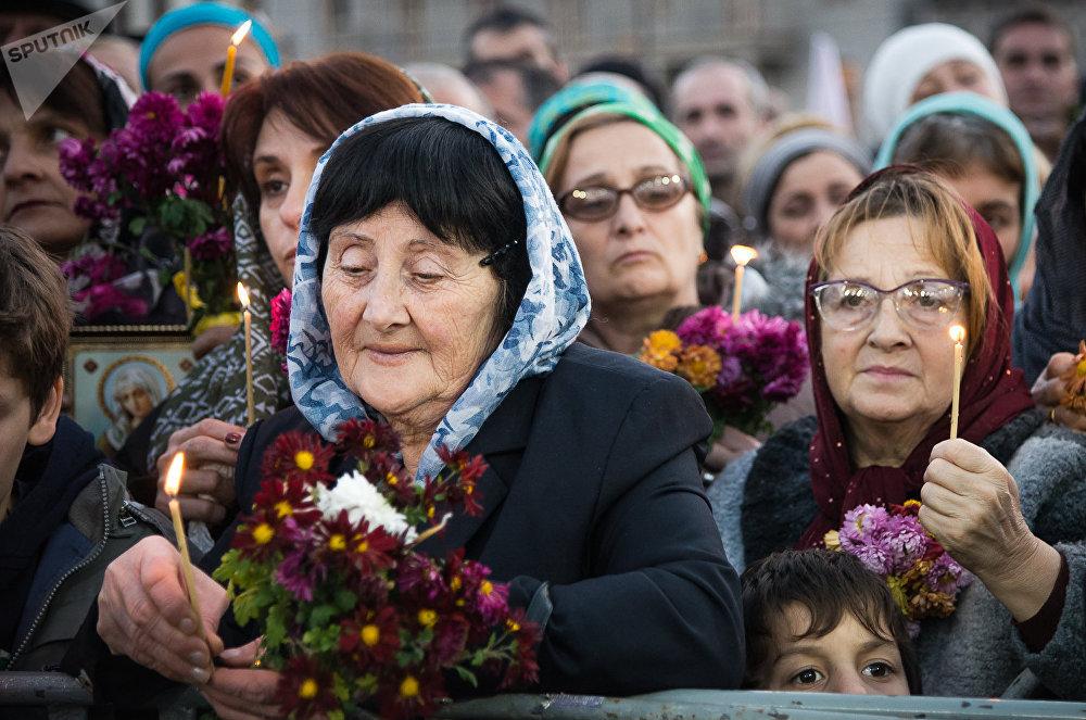Как вспоминали летописцы, в день истребления жителей Тбилиси, отказавшихся предать христианскую веру, реку Мтквари (Кура) можно было перейти как по суше по обезглавленным телам, так много их было. Сегодня верующие продолжают вспоминать подвиг своих предков, они приносят к Метехскому мосту цветы и зажигают свечи в память о своих предках и их подвиге во имя веры