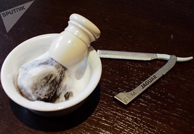 Помазок и опасная бритва для классического бритья