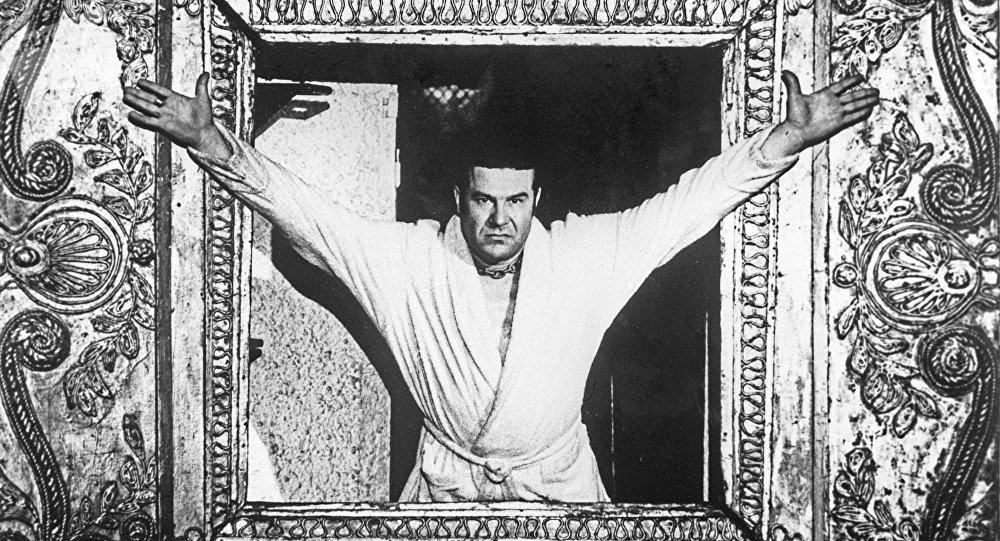 Артист Виталий Шаповалов в роли Понтия Пилата в спектакле Мастер и Маргарита