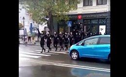 Танец Хоруми на улице в Тбилиси