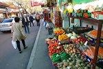 Уличная торговля в районе Авлабари в центре Тбилиси