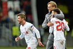 Игроки Ливерпуля Альберто Морено (слева), Адам Лаллана и главный тренер ФК Ливерпуль Юрген Клопп
