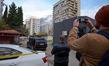 Очевидцы снимают на видео спецоперацию в столице Грузии