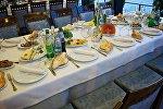 Накрытый стол в одном из тбилисских ресторанов