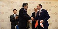 Первый вице-премьер, министр экономики и устойчивого развития Грузии Дмитрий Кумсишвили и заместитель министра коммерции КНР Цянь Кэмин