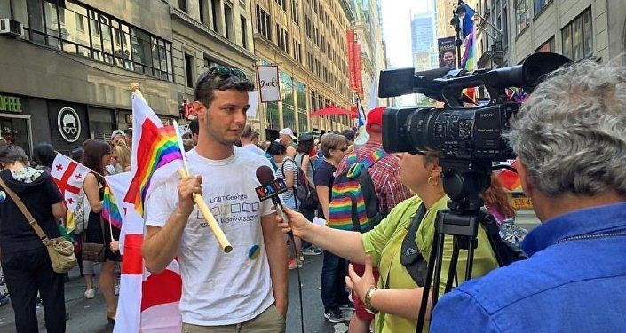 Давид Михаил Шубладзе на гей-параде в Нью-Йорке