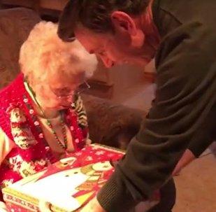 Подарок сына довел мать до слез