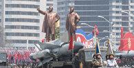 Зенитно-ракетный комплекс (ЗРК) С-200 Корейской народной армии во время парада, приуроченного к 105-й годовщине со дня рождения основателя северокорейского государства Ким Ир Сена, в Пхеньяне
