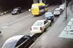 Неудачная парковка закончилась ДТП: кадры очевидца