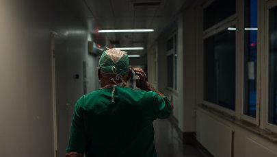 Врач в больнице, архивное фото