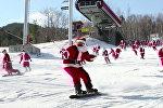 Массовый лыжный забег Санта-Клаусов в США