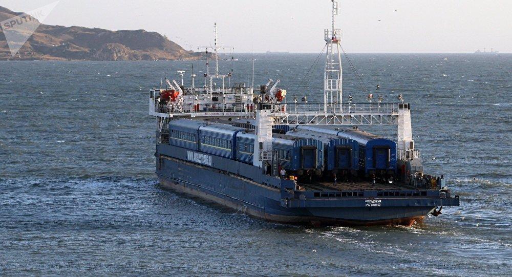 Железнодорожный паром Анненков идет из порта Кавказ