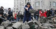 Сторонники Саакашвили строят баррикады в Киеве