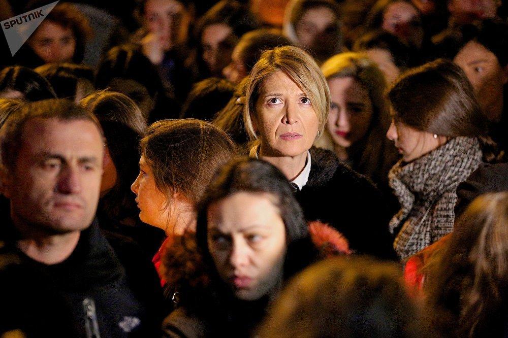 После кровавой разборки в Тбилиси между школьниками, власти страны заговорили о необходимости разработать программы психологической помощи для учащихся. Уже принято решение внедрить в школах специальные программы, чтобы избежать конфликтов между учениками, и увеличить штат психологов
